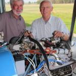 Eike Witt und Klaus Tanneberg haben die 100 h-Kontrolle perfekt durchgeführt - der Motor ist wieder topfit.