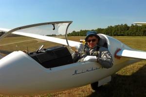 Ullrich Schwarz überglücklich nach der Landung. Endlich sind die 1000 Kilometer geschafft !
