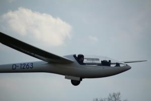 Lars Hartwig bei der Landung nach dem ersten Thermikflug des Jahres.