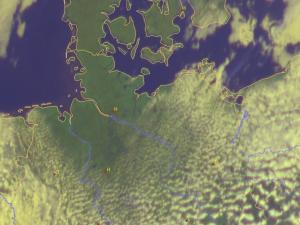 Satellitenbild 12 Uhr. Deutlich zu sehen der Seewind
